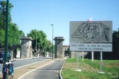 img132 24.5.04 Langres - perdo un mare di tempo e faccio foto insignificanti, ma la città è molto bella.