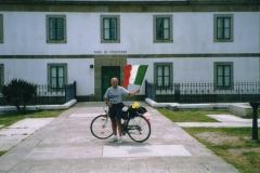 img416 25.5.2005 Il Faro di Capo Finisterre, Diego e la nostra bandiera