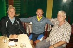 3 n (140) Bela Crkva (Serbia). Tre giovanotti al bar