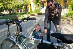 3 n (162) Kikinda 27-5-12 Un futuro cicloviaggiatore affascinato da Oly